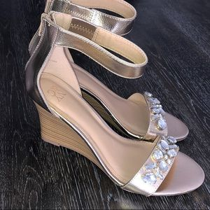NWOT NY&Co Wedge Sandals Size 10